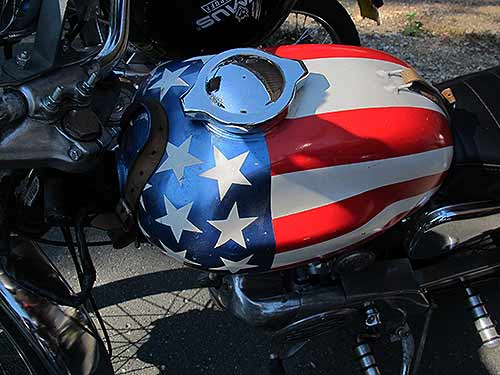 "Die Puch MC 50 mit Stars and Stripes war eine Referenz an den Chopper ""Captin America"", den Peter Fonda im Film ""Easy Rider"" fuhr"