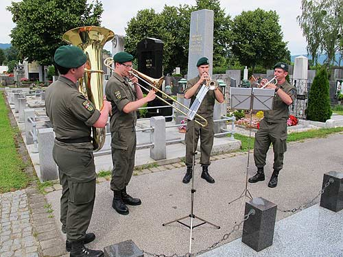 14aug02_militaermusik
