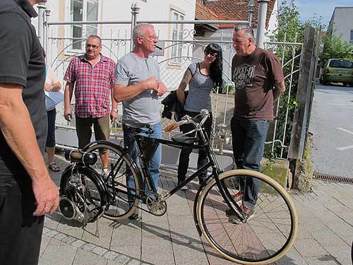 Das älteste fahrzeug auf dem Set: Ein Styria-Rad mit Wall Auto-Wheel