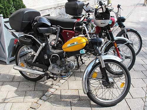 """Eine Puch Mv 50 als """"Postler-Moped"""""""